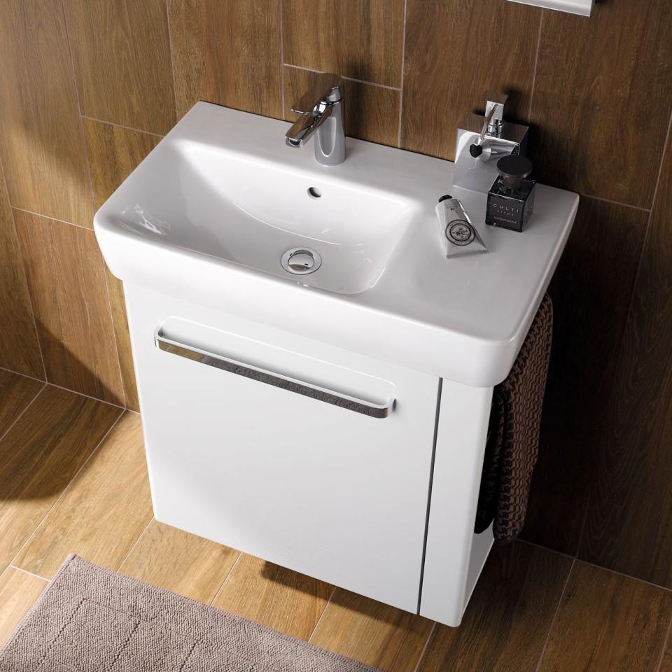 De aflegruimte kan gebruikt worden voor kleine toiletartikelen.