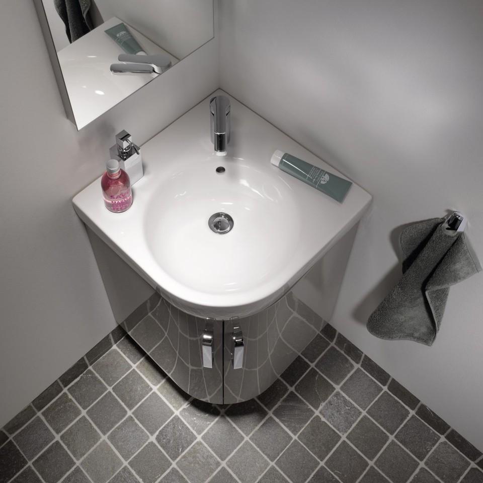 De hoekfontein gebruikt de ruimte in het gastentoilet optimaal.