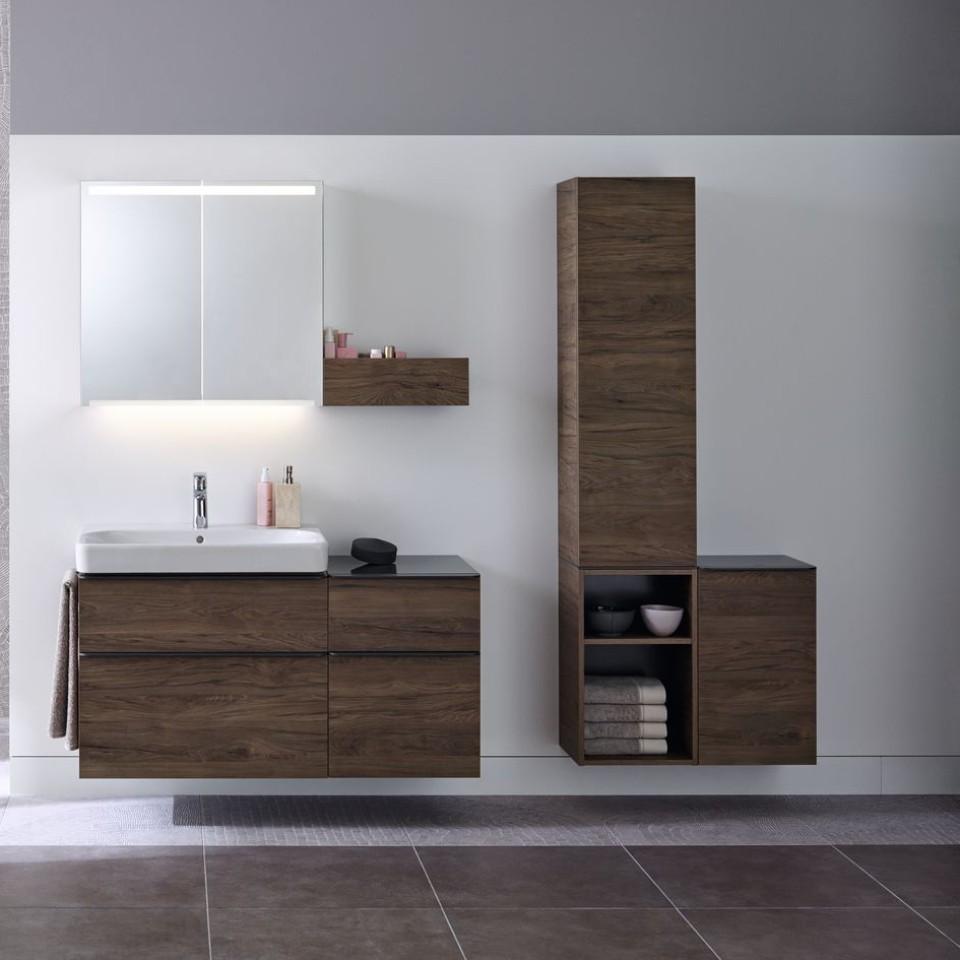 Plaats de open zijkast of de zijkast met deur onder de hoge kast om uw perfecte opbergruimte te creëren.